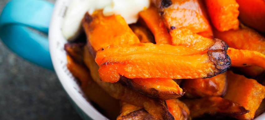 Knapperige zoete aardappel friet