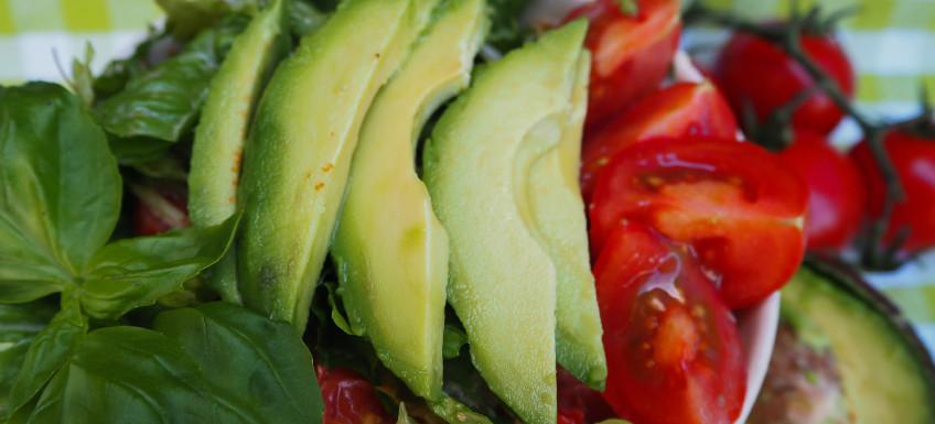 Romeinse sla met avocado